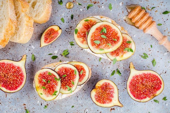bruschetta with ricotta, fresh figs, honey and thyme