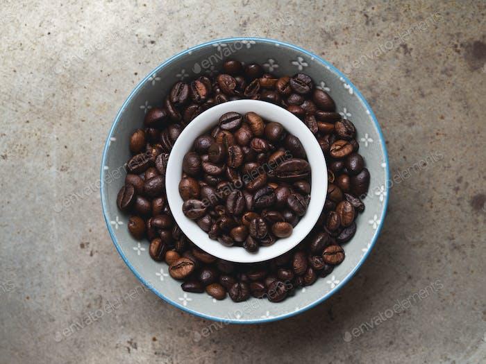 Granos de café en un bol