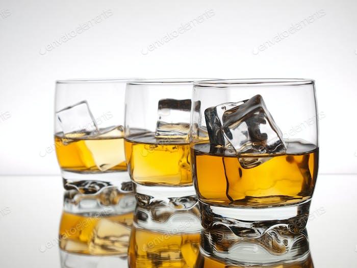 Drei Gläser Whisky