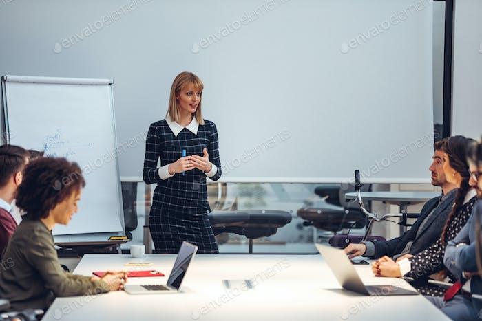 Präsentation ihres neuen Businessplans