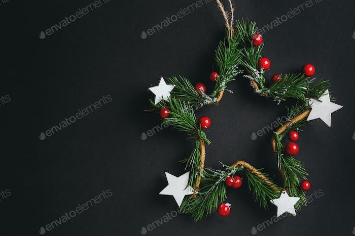 Weihnachtskranz Stern auf dunkel
