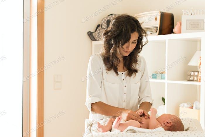 Mutter Wickeln Babywindel