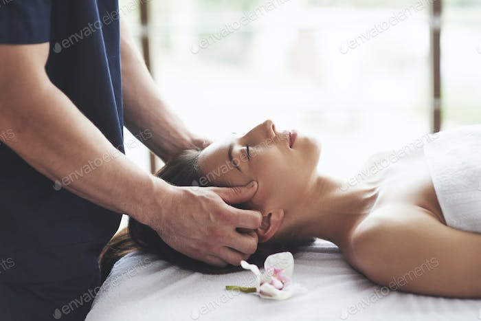 Traditional oriental massage therapy and beauty treatments