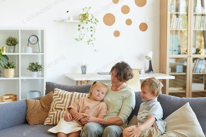 Familie mit besonderen Bedürfnissen Kind