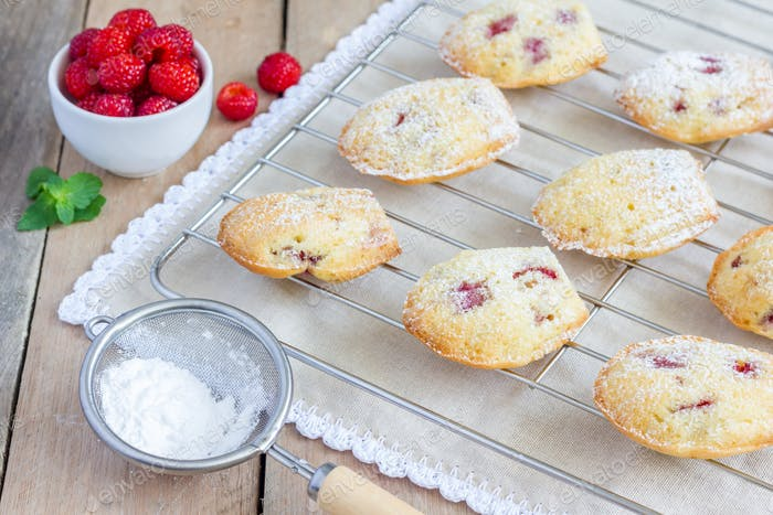 Madeleines cookie with raspberry on cooling rack