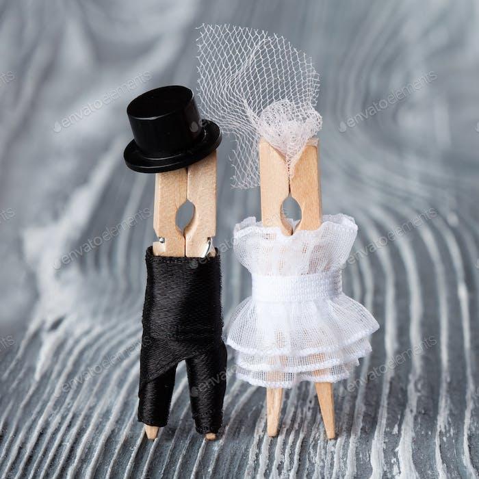 Einladungskarte zur Hochzeit. Wäscheklammer-Spielzeug