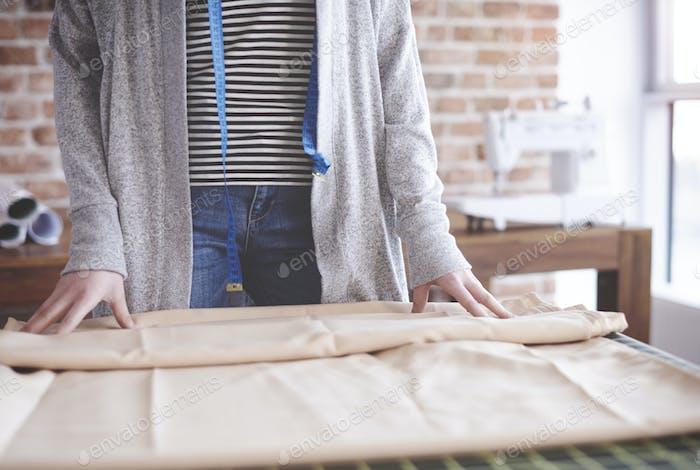 Weibliche Schneider Vorbereitung Arbeitswerkzeuge