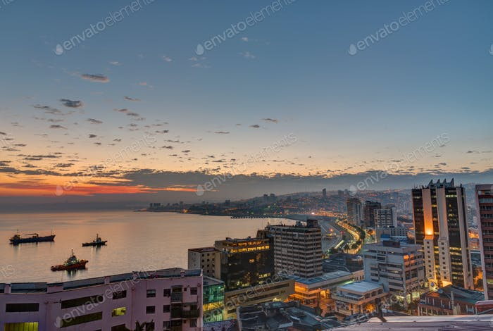 The bay of Valparaiso before sunrise