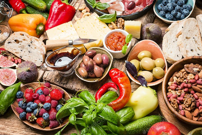 Top View-Tabelle voller Lebensmittel