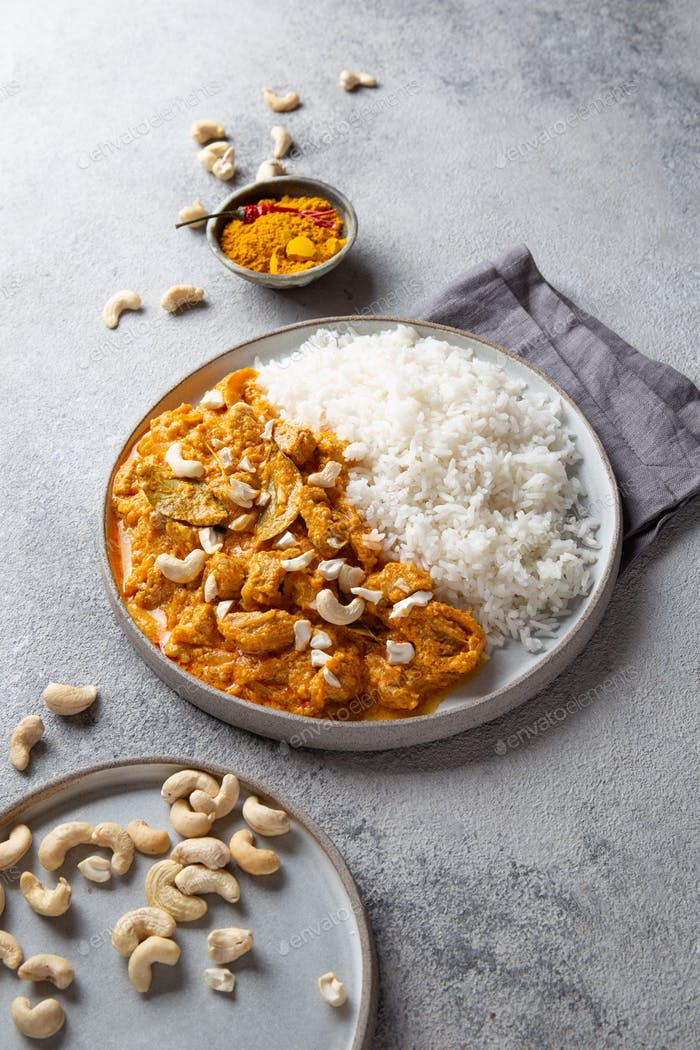 Tradishional Indian Food Lamm Korma mit Cashew.
