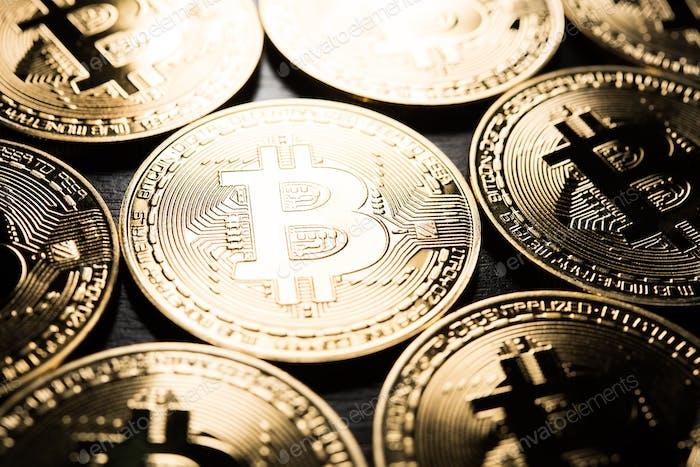 Bitcoins dorados, concepto de dinero electrónico