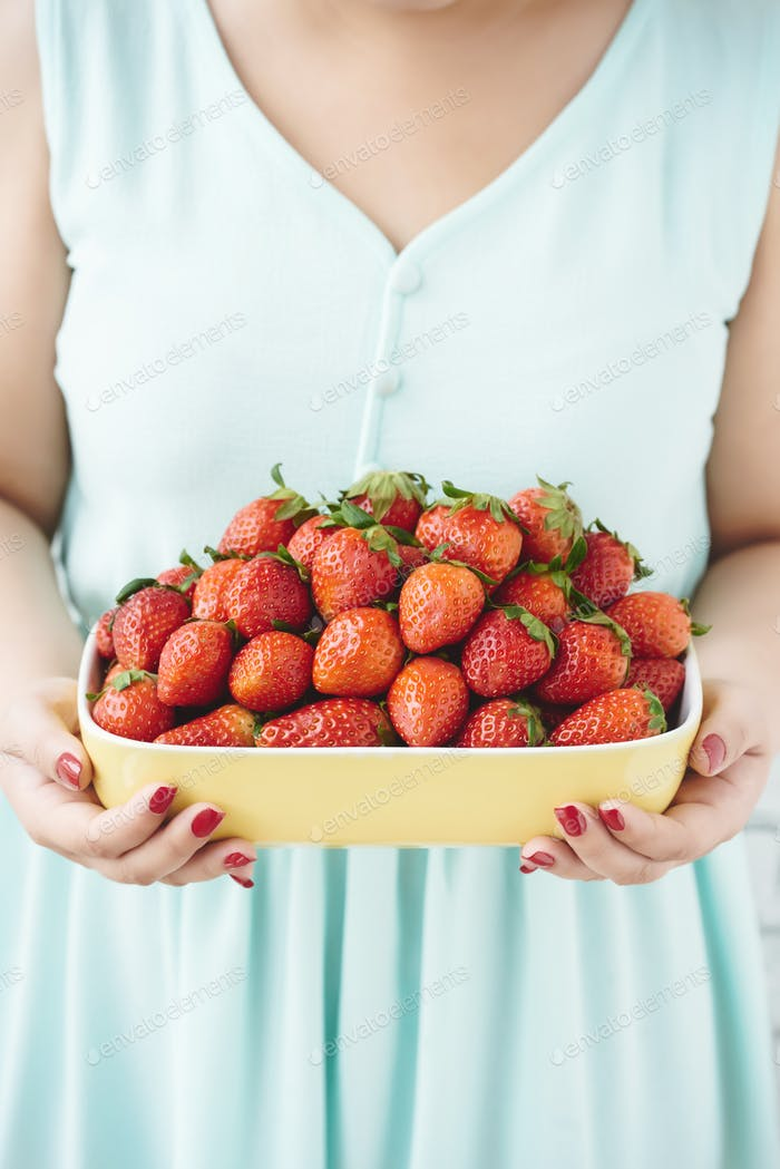 Treating with strawbwrries