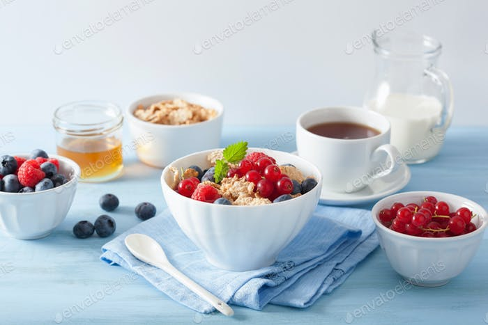 healthy breakfast with cornflakes and berry