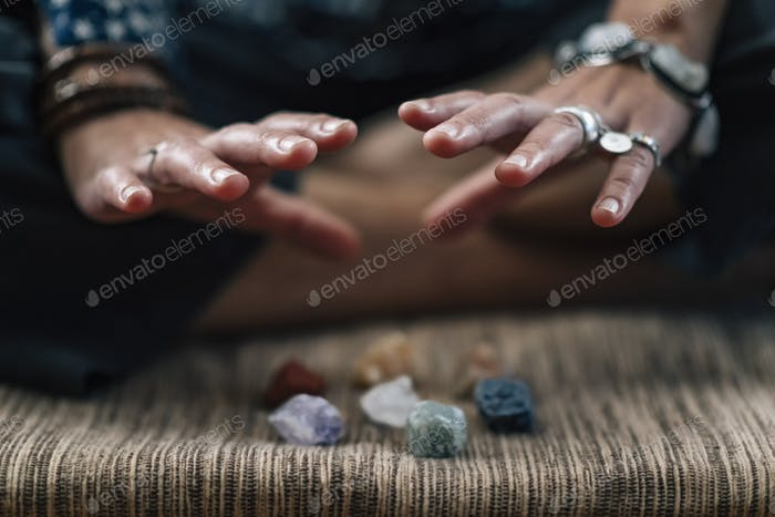 Meditating Practice with the Healing Energy of Crystals