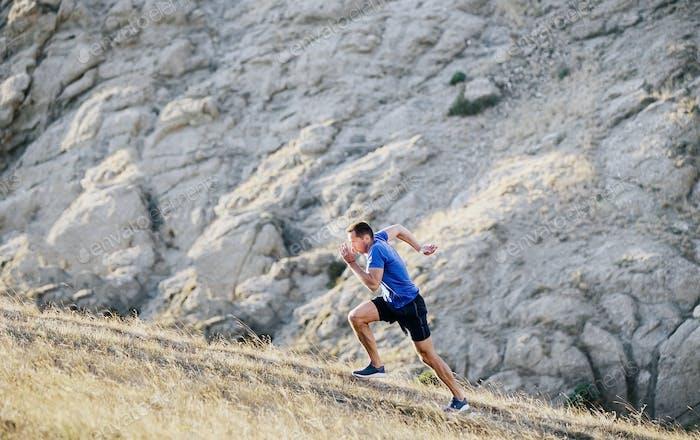 athletischer Mann laufen