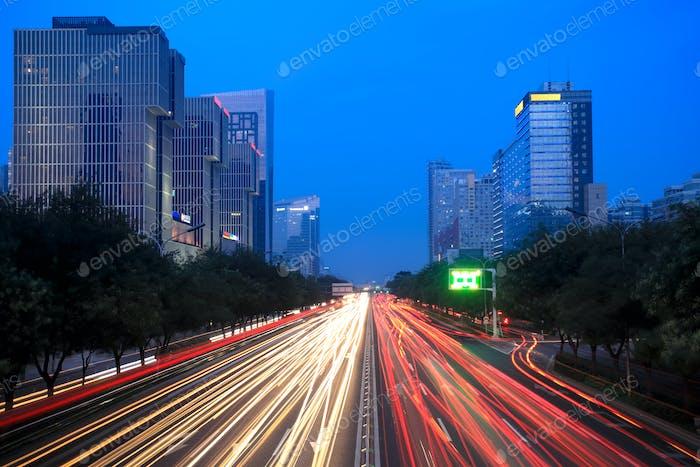 Nachtszene des modernen Beijing