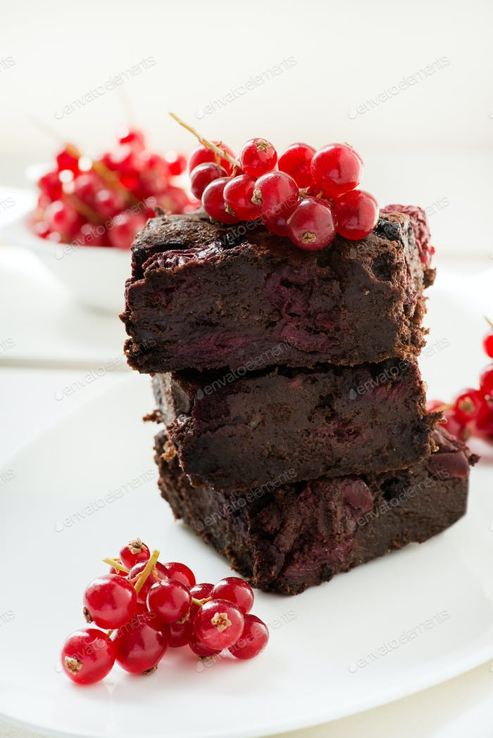 Chocolate brownie with cherries