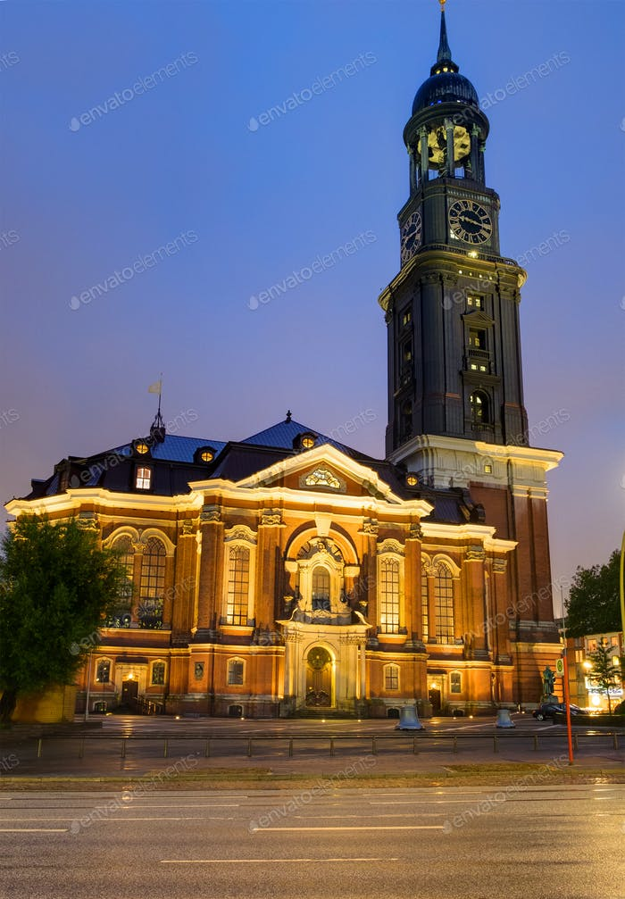 St. Michaelis in Hamburg at night