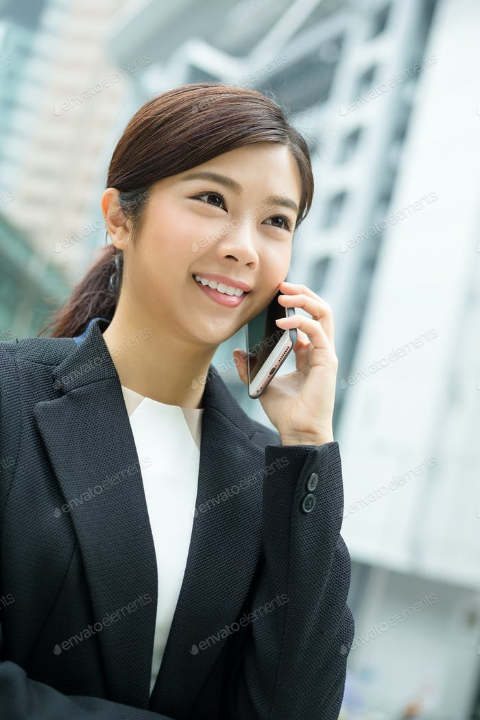 Businesswoman chat on cellphone