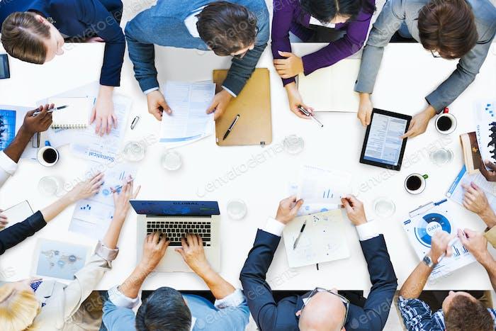 Diverse Geschäftsleute auf einem Meeting