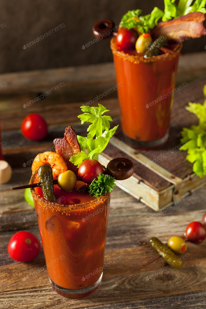 Hausgemachte Spicy Wodka Bloody Mary