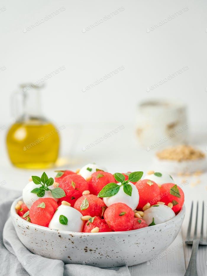 Wassermelonen- und Mozzarella-Salat