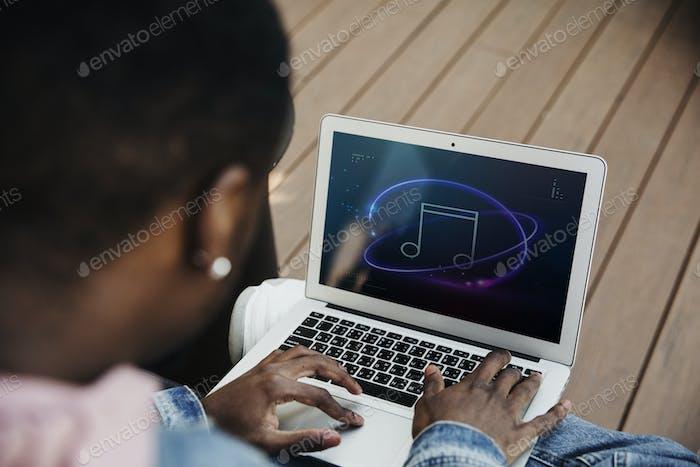 Man streaming music online