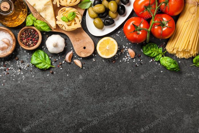 Italienische Küche Konzept. Lebensmittelzutaten zum Kochen