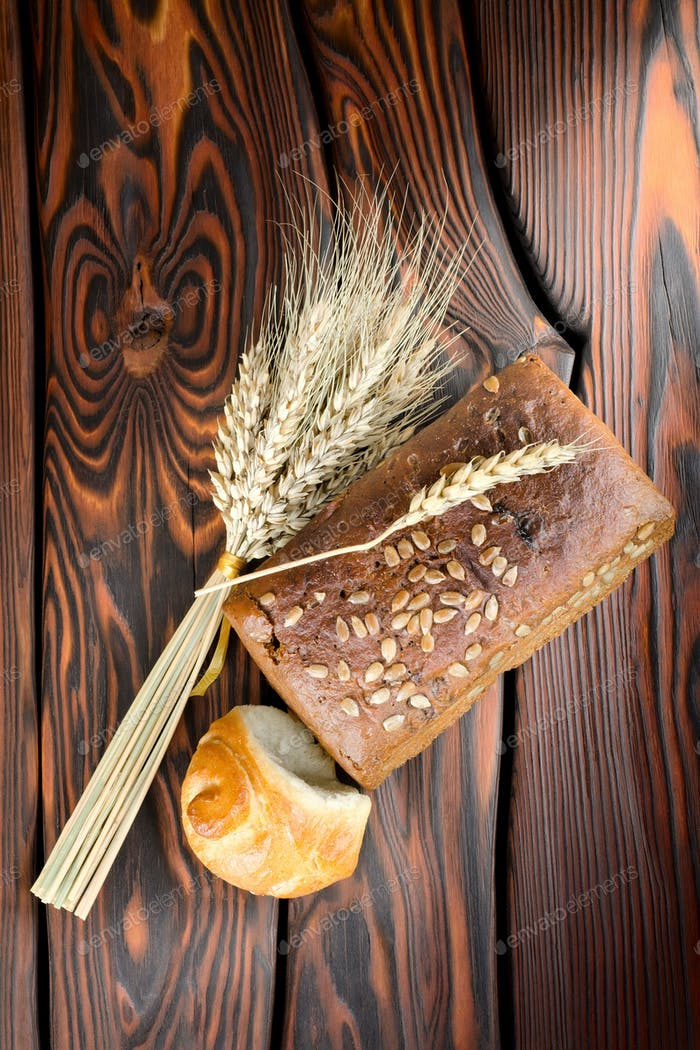 Rye bread and wheat