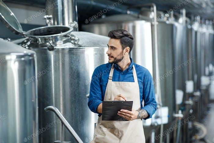 Herstellung von Bier, Getränkeindustrie und modernem Geschäft