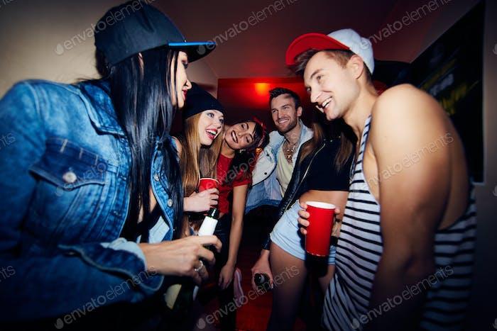 Freunde mit Spaß auf party