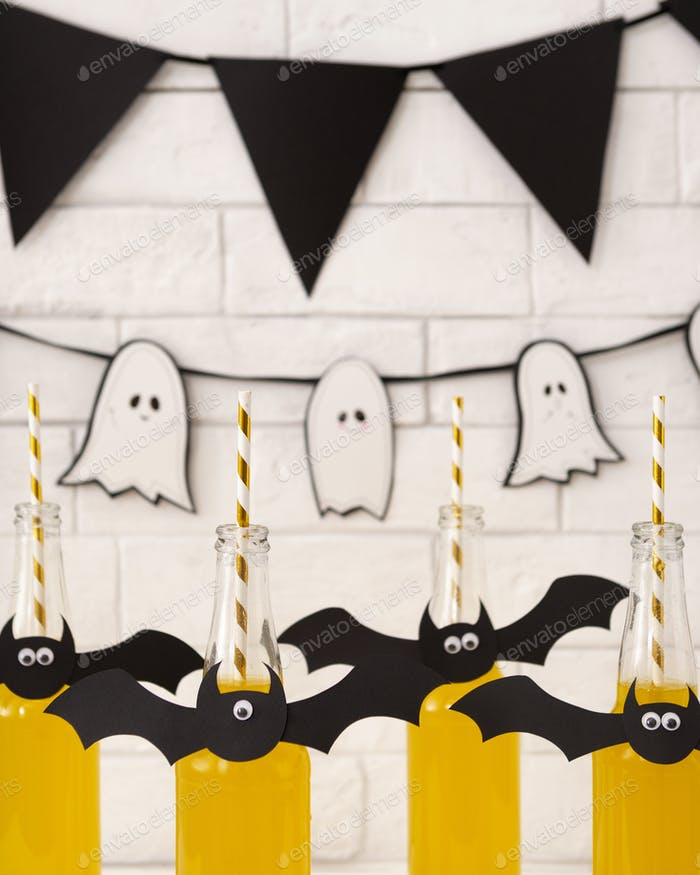 Halloween pumpkin yellow cocktails for kids party