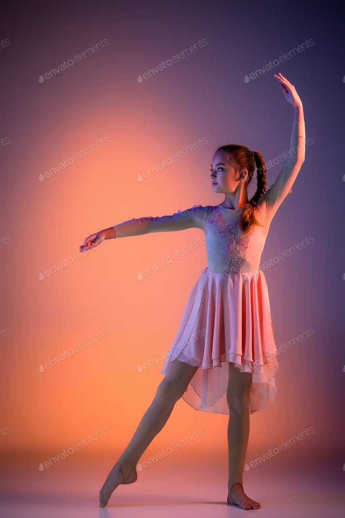 The teen modern ballet dancer