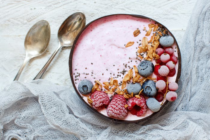 Wild berries smoothie bowls