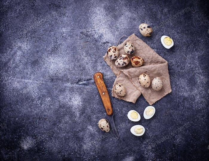 Rohe und gekochte Wachteleier