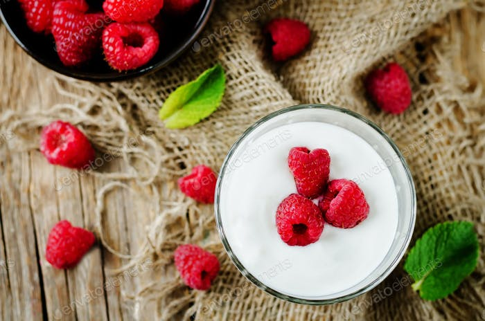 Greek yougurt with fresh raspberries and mint