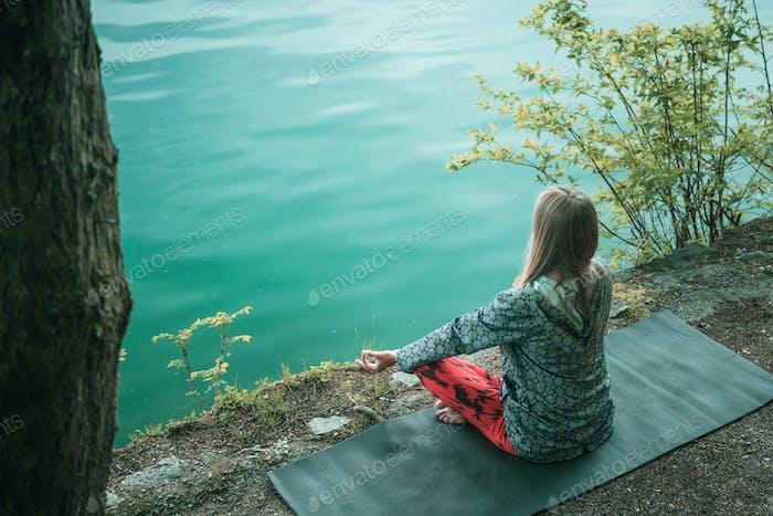 Meditation am Wasser