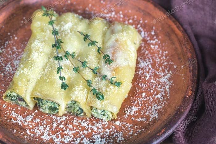 Canelloni stuffed with ricotta and spinach