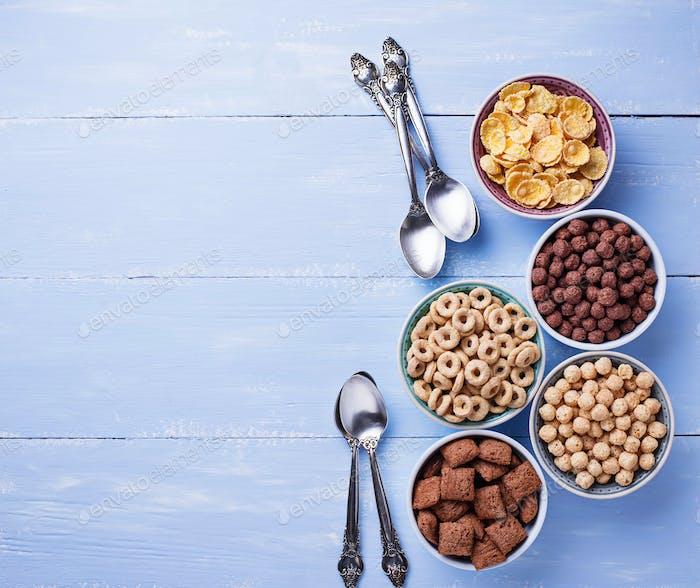 Thumbnail for Auswahl an verschiedenen Cornflakes zum Frühstück