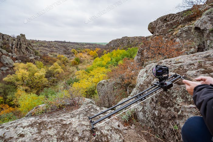 Kamera auf Schieberegler Schüsse Hügel in den Karpaten