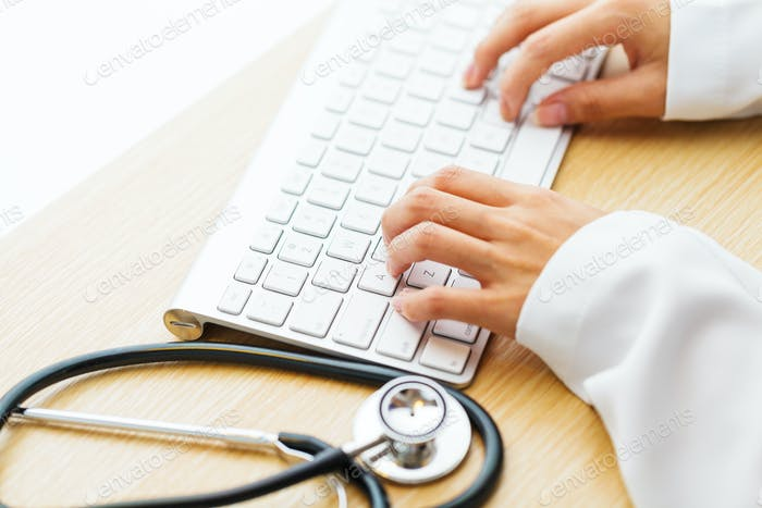 Arbeitsschreibtisch des Arztes