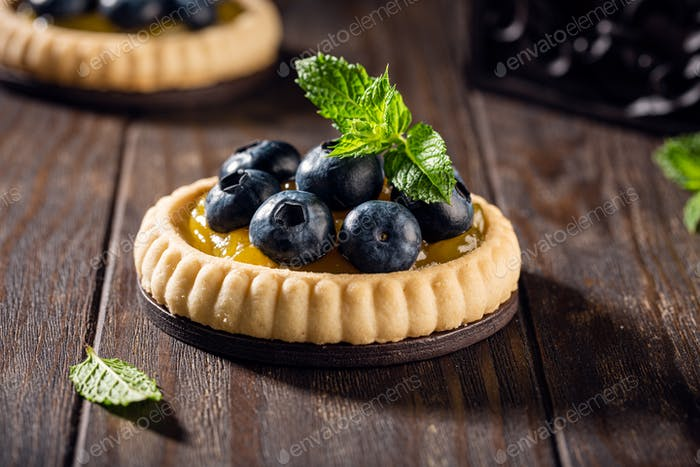 Homemade shortbread tartlet with blieberries