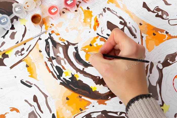 Zeichnen nach Zahlen mit Acrylfarben.