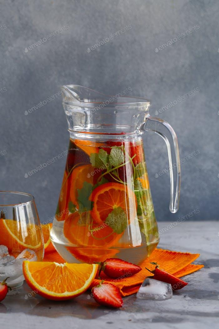 Hausgemachte Zitrus-Lemonade