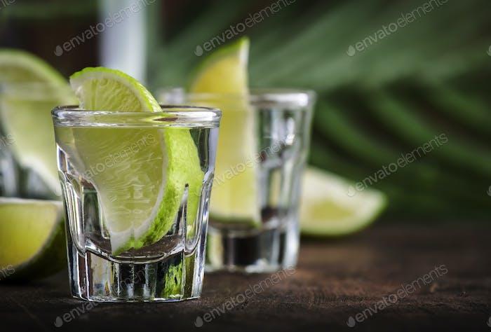 Brasilianisches starkes alkoholisches Getränk aus Rohrzucker