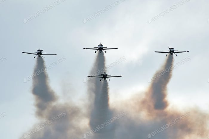 Airshow planes with smoke
