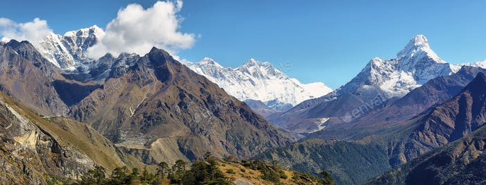 Blick auf die Berge Nuptse, Everest, Lhotse und Ama Dablan