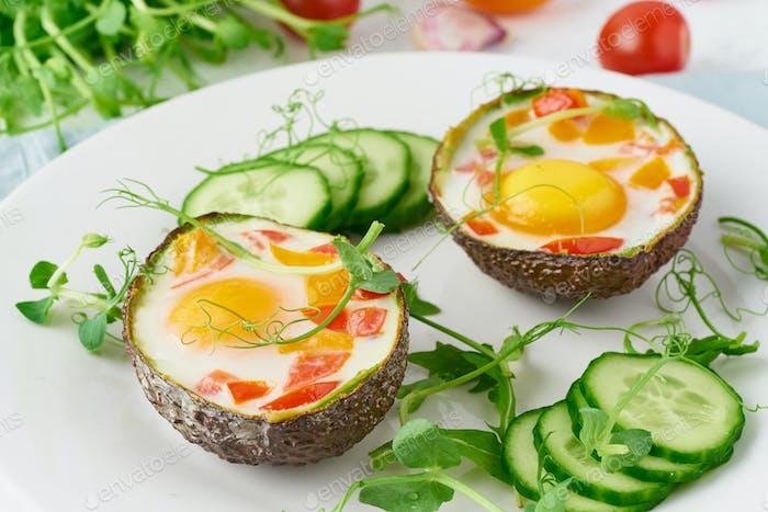 Ei in Avocado gebacken, Toast, Frühstück, closeup
