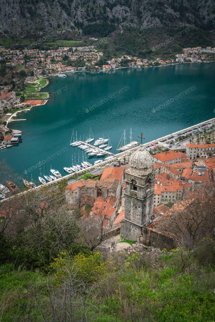 Blick auf die Bucht von Kotor und Altstadt