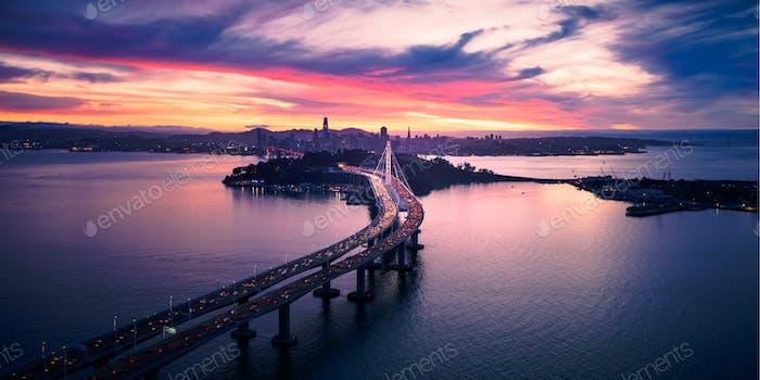 Luftaufnahme von San Francisco Oakland Bay Bridge